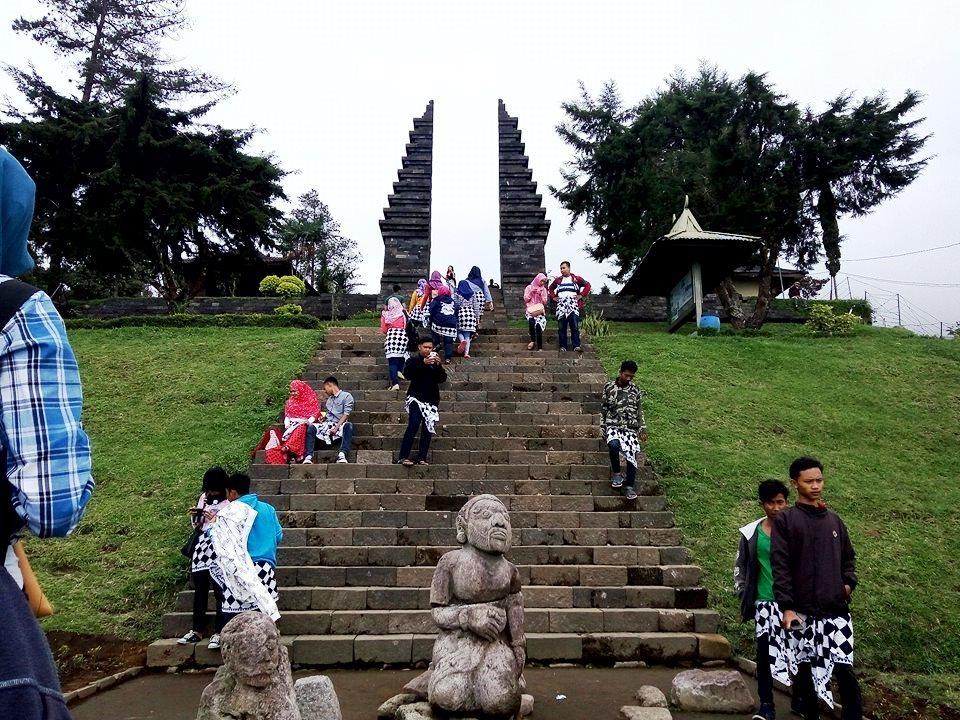 Relief Candi Cetho Karanganyar Jejak Peradaban Hindu Gerbang Ceto Kab