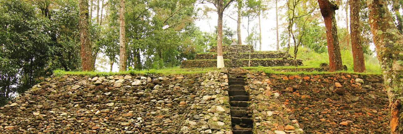 Candi Kethek Kecil Tengah Hutan Dusun Ceto Indonesiakaya Kab Karanganyar