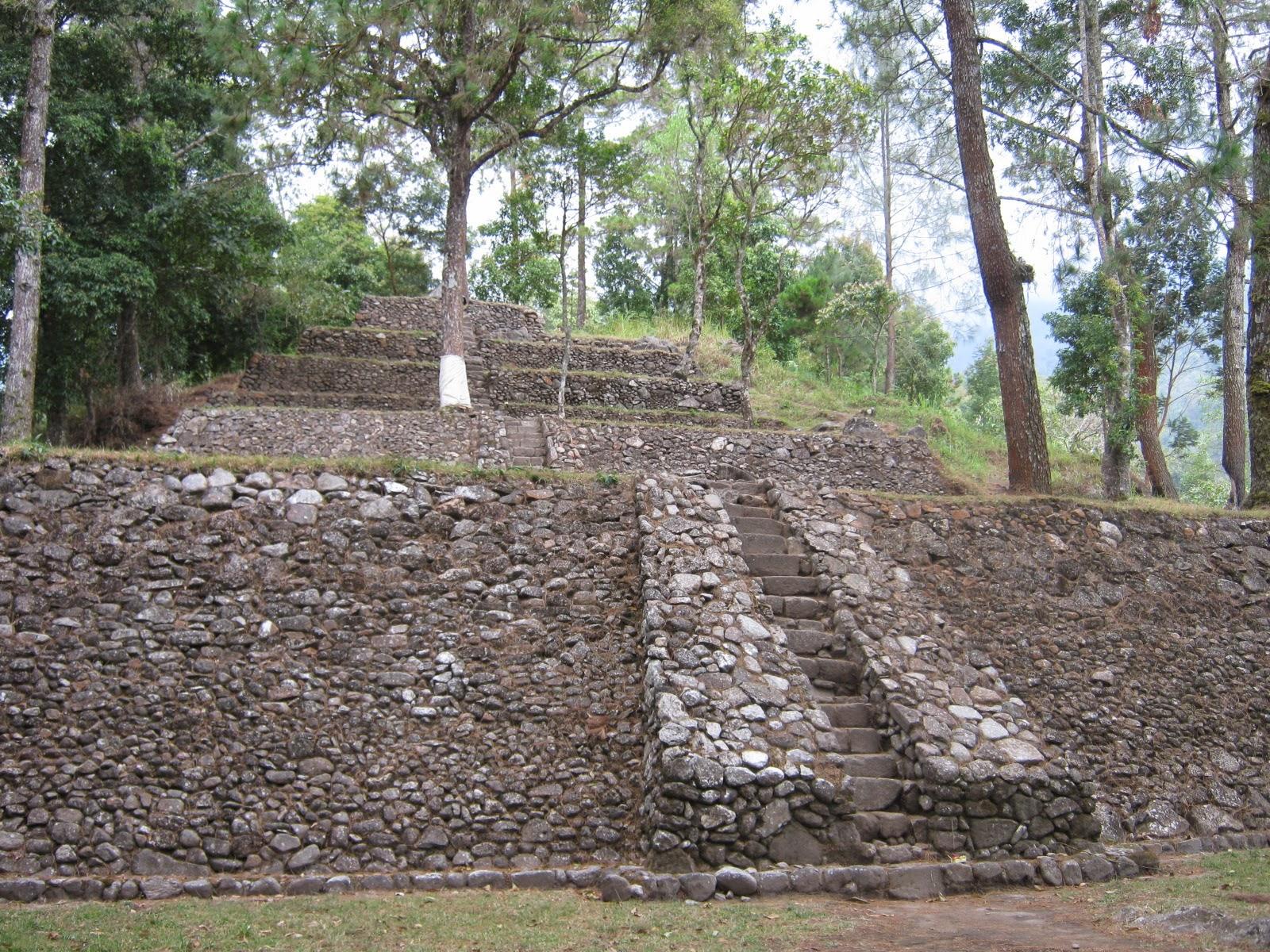 Candi Kethek Tersembunyi Lereng Gunung Lawu Mundakarama Setelah Mengunjungi Cetho
