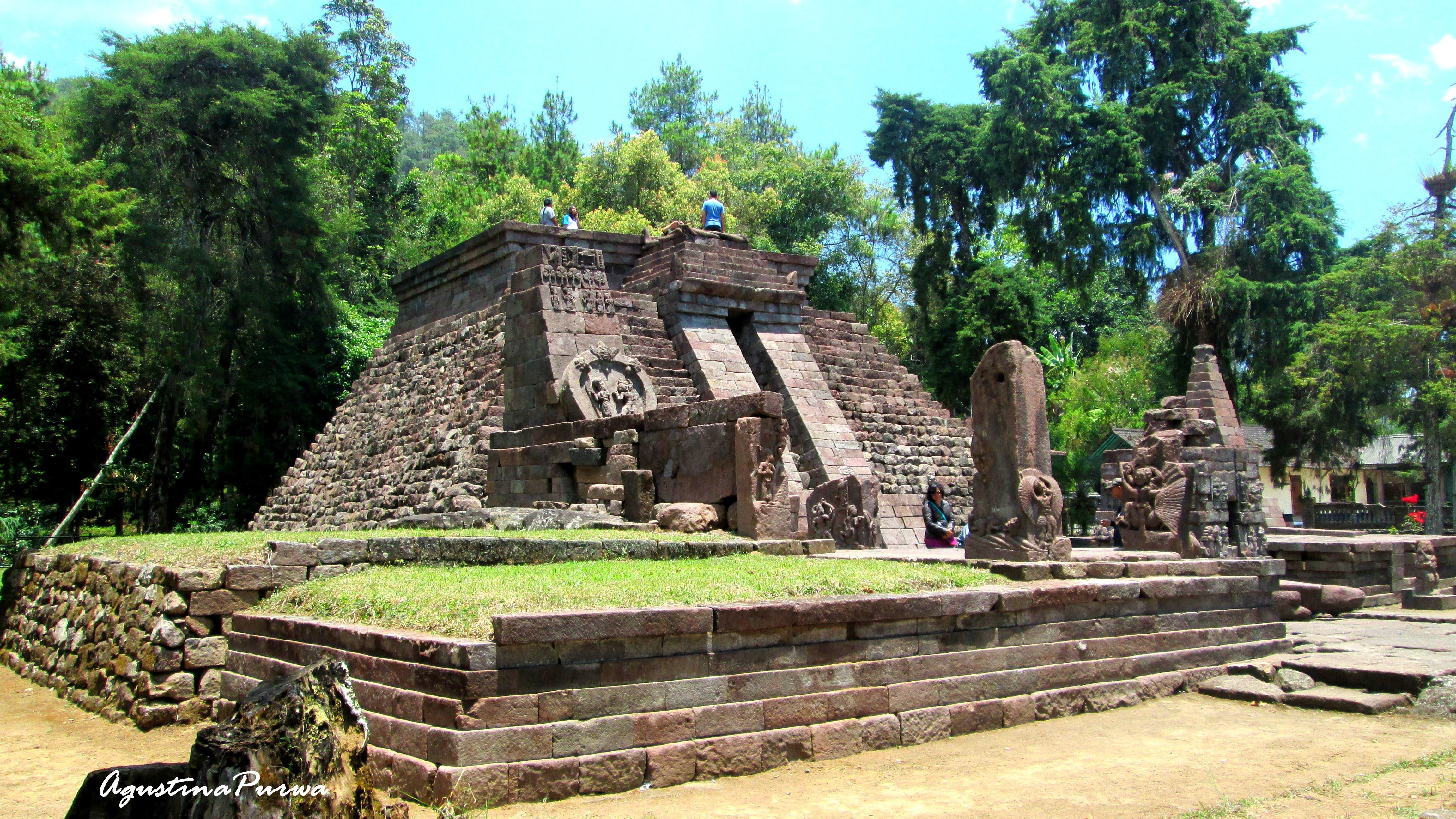 Candi Sukuh Karanganyar Agustina Purwa Temple Erotic Mountain Lawu Central