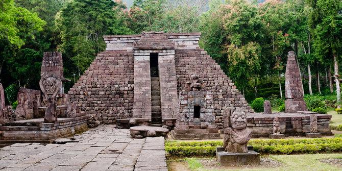 Candi Sukuh Misteriusnya Piramida Maya Tengah Pulau Jawa 2014 Merdeka