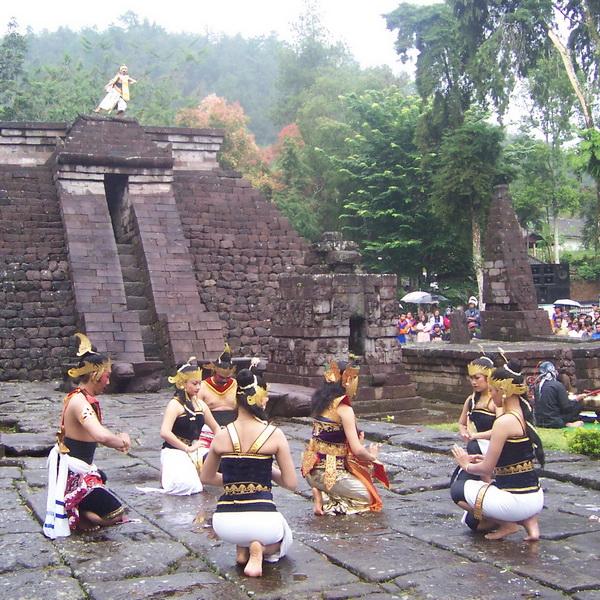 Kalender Wisata Kabupaten Karanganyar 2015 Srawung Seni Candi Sukuh Kab