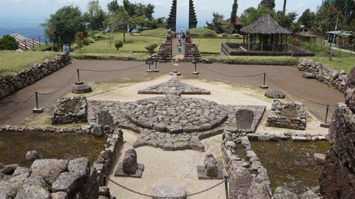 Tak Sekedar Tujuan Wisata Candi Cetho Karanganyar Jadi Tempat Ibadah