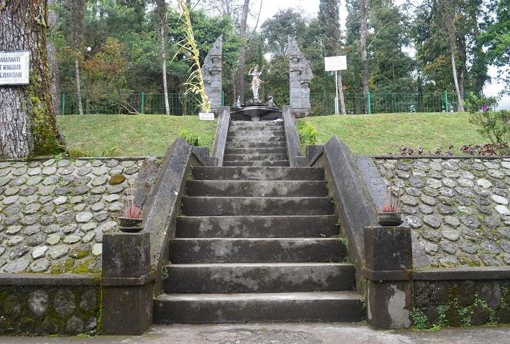 Eloknya Puri Taman Saraswati Kaki Gunung Lawu Berita Feature Karanganyer
