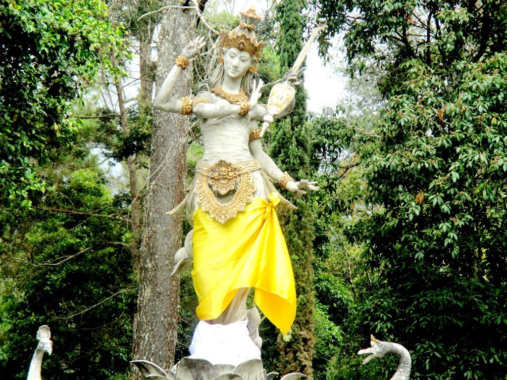 Indahnya Puri Taman Saraswati Bpr Restu Magazine Kab Karanganyar