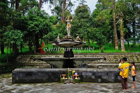 Puri Saraswati Taman Dewi Ilmu Pengetahuan Karanganyar Teamtouring Bangunan Utama
