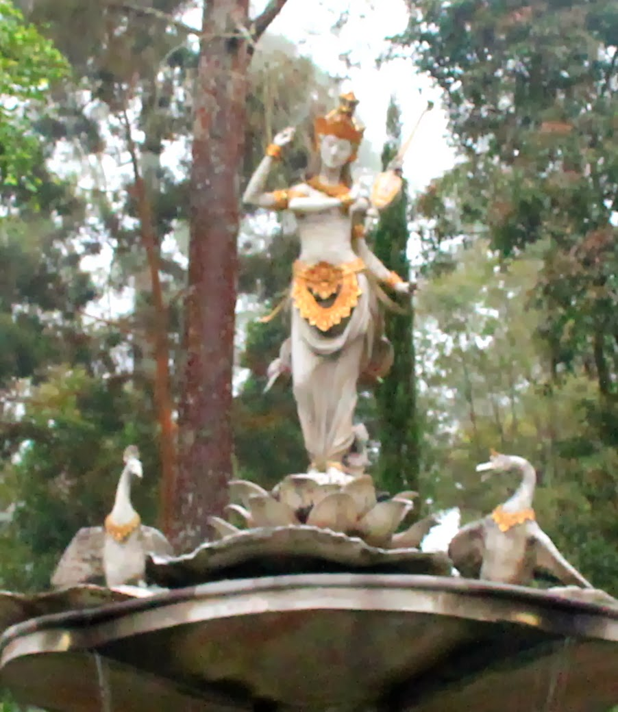 Sekar Rinonce Puri Taman Saraswati Dewi Ilmu Pengetahuan Seni Manifestasi
