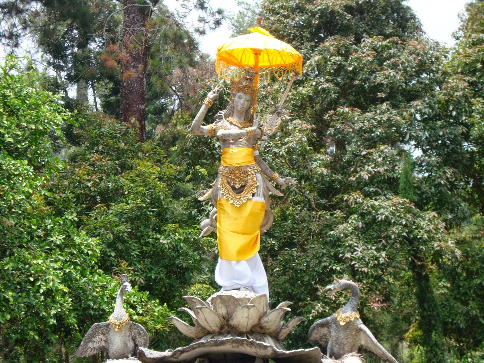 Wisata Alam Puri Taman Saraswati Karanganyar Kab