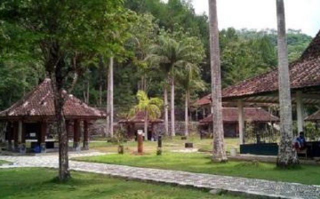 10 Tempat Wisata Karanganyar Jawa Tengah Menarik Dikunjungi Pemandian Sapta