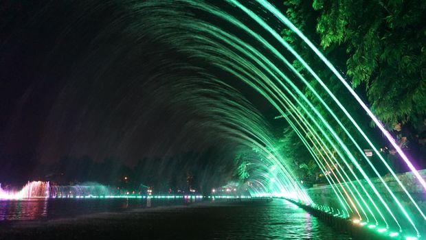 10 Gambar Taman Air Mancur Sri Baduga Purwakarta Harga Tiket