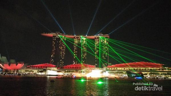 Jalan Kilat Negara Tetangga Menikmati Indahnya Laser Show Kawasan Marina