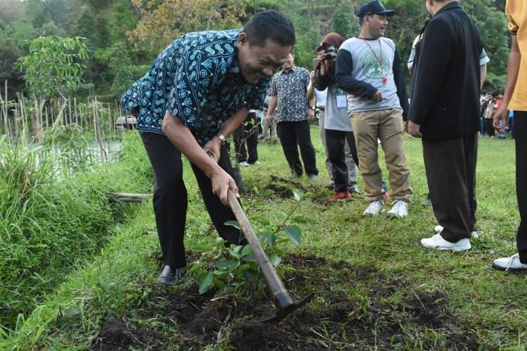 2000 Bibit Pohon Konservasi Hutan Lawu Ngargoyoso Penanaman Taman Raya