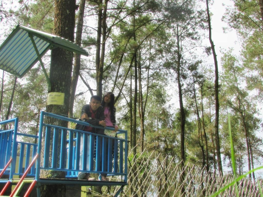 Tahura Taman Hutan Raya Kabupaten Karanganyar Couple Traveller Nah Foto