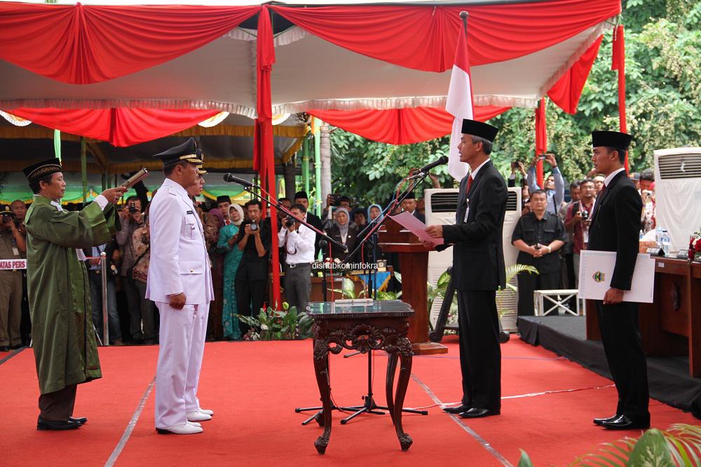 Gubernur Jawa Tengah Melantik Bupati Wakil Karanganyar Ganjar Pranowo Mengambil