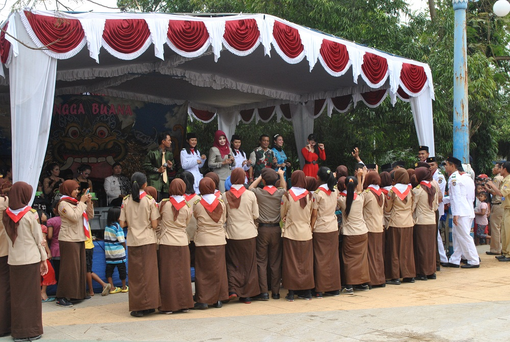 Raih Adipura Enam Karanganyar Syukuran Bupati Rina Iriani Menyanyi Didi