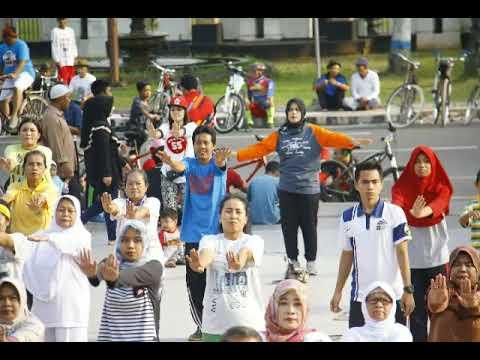 Senam Bersama Masyarakat Kelurahan Karanganyar Taman Pancasila Kab