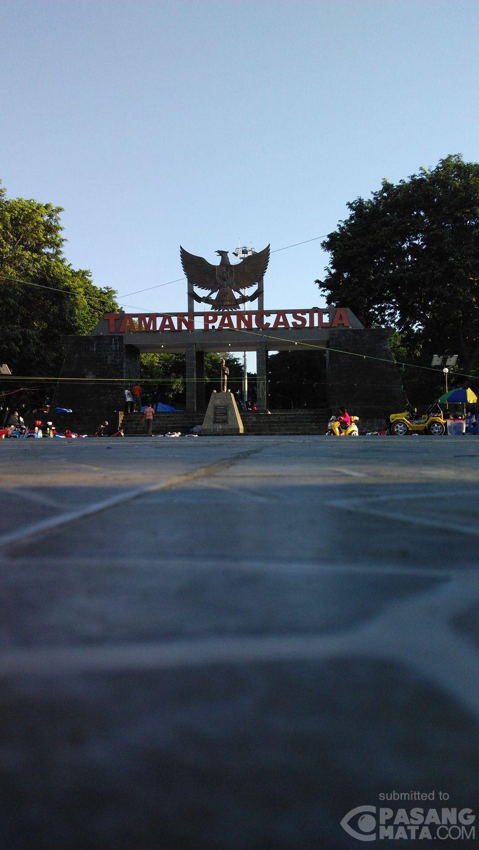 Taman Pancasila Jadi Destinasi Jalan Sore Warga Tamankota Pasangmata Kab