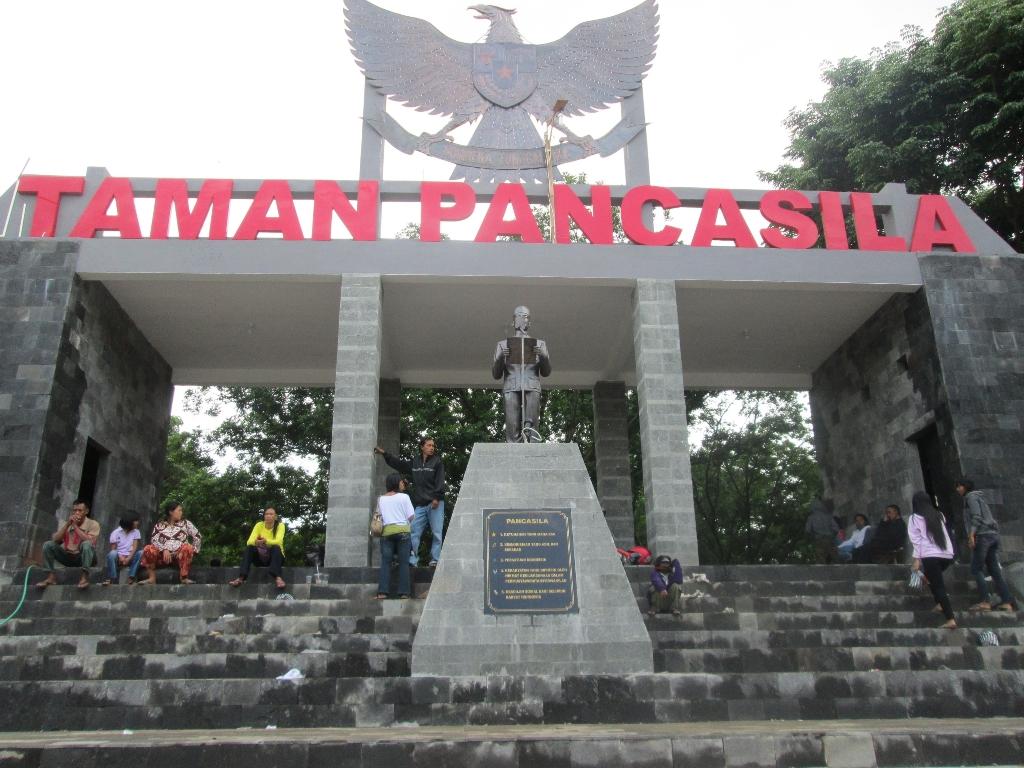 Taman Pancasila Karanganyar Ayo Piknik Kab
