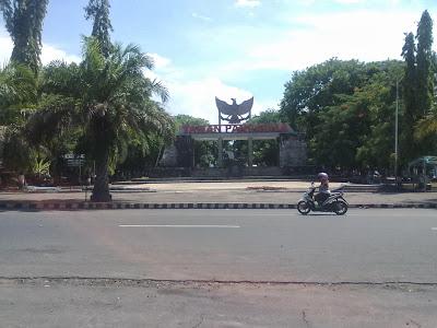 Taman Pancasila Monumen 45 Mus Jono Blog Siang Hari Kab