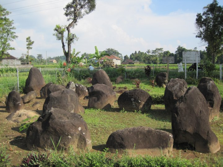 Jejak Peninggalan Cagar Budaya Situs Watu Kandang Ngasinan Susunan Batu