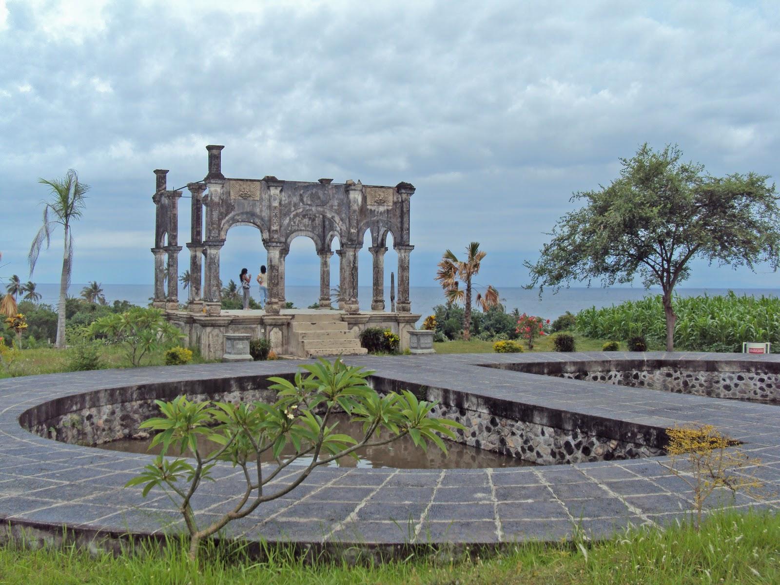 Liburan Situs Wisata Populer Kabupaten Karangasem Bali Taman Ujung Pantai