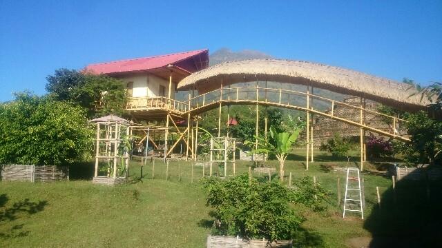 Rumah Pohon Atas Bukit Bawah Gunung Oleh Gede Udiastama Karangasem