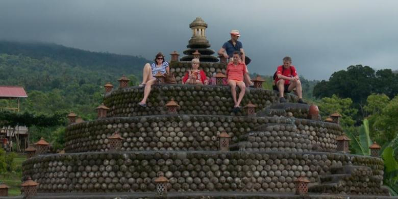 Seru Mengirim Kartu Pos Dasar Laut Bali Kompas Candi Batu