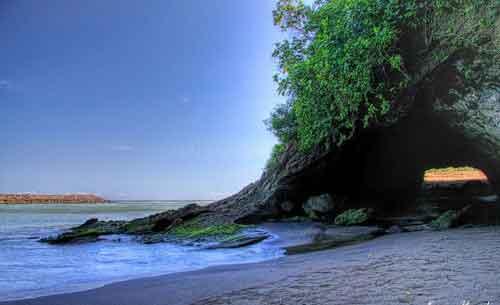 Tempat Wisata Kebumen Wajib Dikunjungi Terbaru 2018 Pantai Karang Bolong