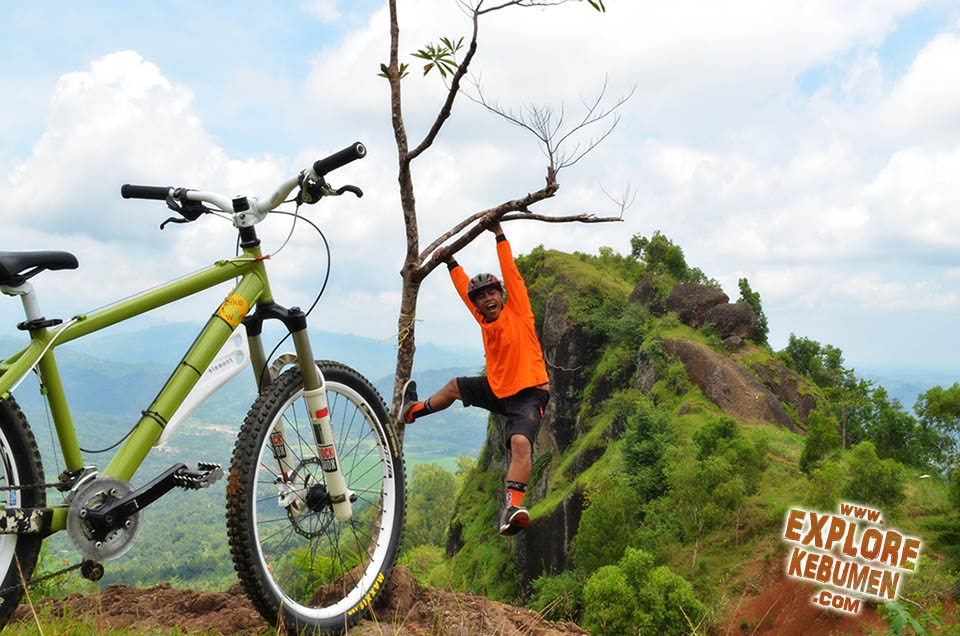 Gunung Pranji Kebumen Tempat Asik Buat Petualangan Explore Bukit Langit