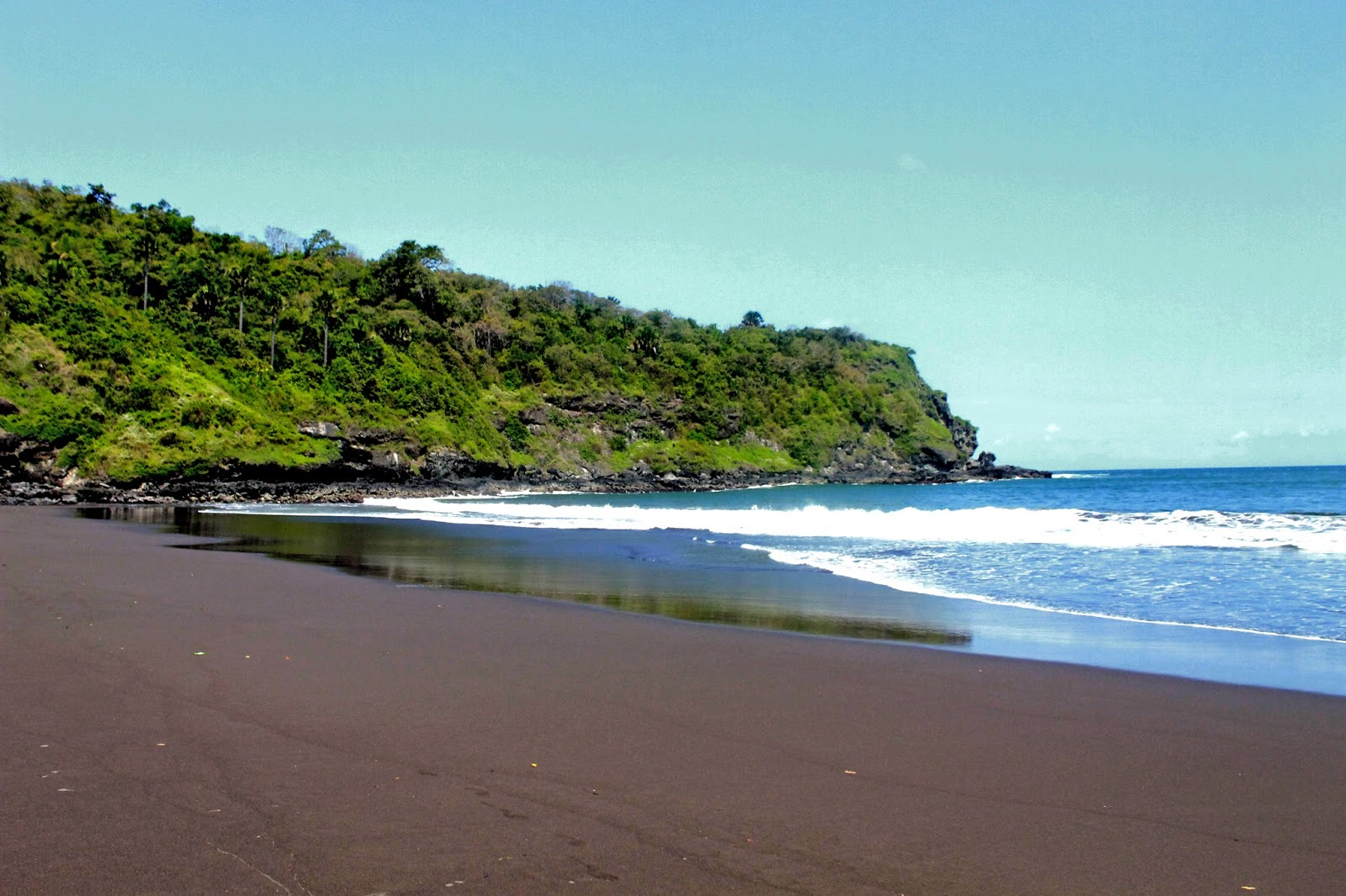 12 Tempat Wisata Kebumen Menarik Dikunjungi 4 Pantai Rowo Lembupurwo