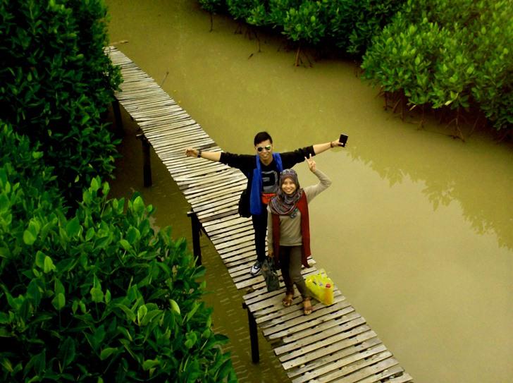 Jalan Wisata Hutan Mangrove Area Pantai Logending Ayah Kebumen Kab