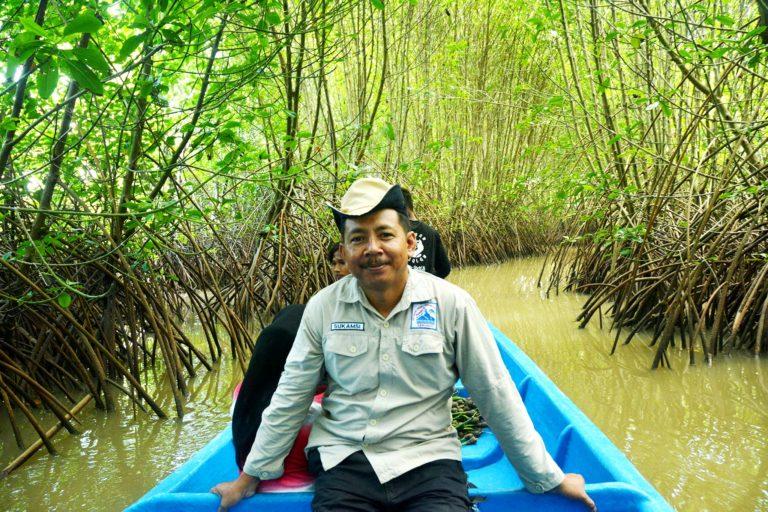 Sukamsi Pendekar Mangrove Kebumen Mongabay Id Hutan Logending Kab