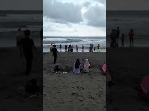 Dua Terseret Ombak Pantai Bocor Kebumen Youtube Kab
