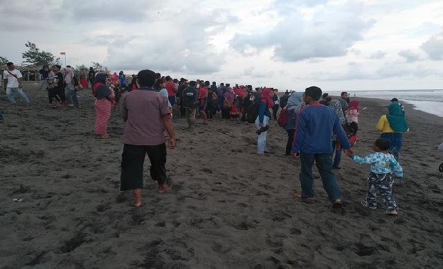 Dua Warga Purbalingga Digulung Ombak Pantai Bocor Kab Kebumen