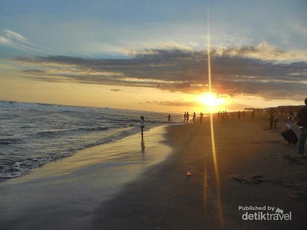 Weekend Kebumen Nikmati Sunset Pantai Bocor Senja Kab