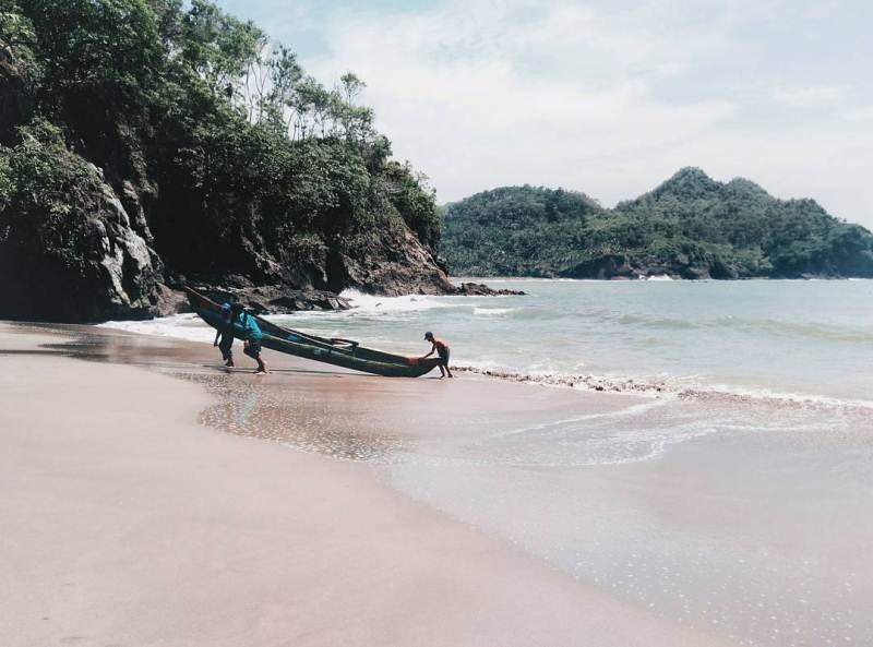 15 Tempat Wisata Hits Kebumen Siap Membiusmu Ngadem Mainan Pasir