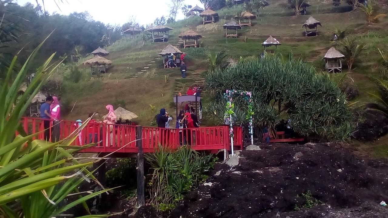 Pesona Jembatan Merah Gebyuran Pantai Menganti Kebumen Jawa Tengah Youtube
