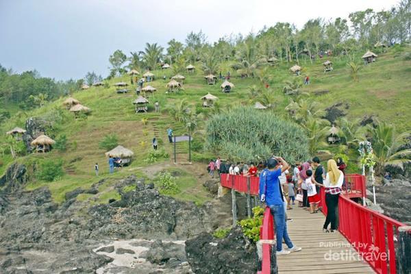 Spot Asyik Foto Pantai Menganti Jembatan Merah Gebyuran Tanjung Karang