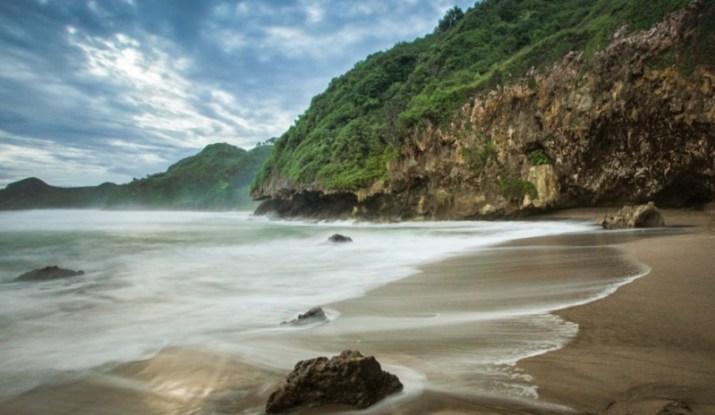 Tempat Wisata Kebumen Kota Sejuta Pantai Selatan Pulau Jawa Gebyuran