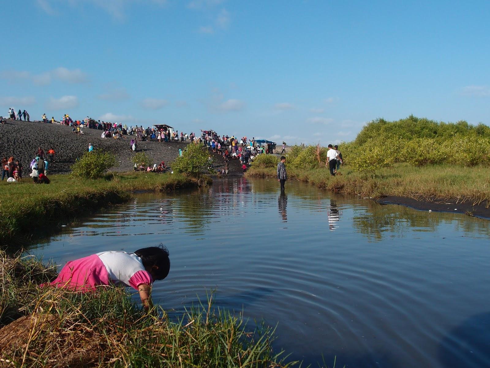 Ruang Riang Lebaran Pesisir Kebumen Diaspora Iqbal Laguna Pantai Lembu