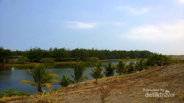 Terpesona Laguna Indah Pantai Lembupurwo Kebumen Telaga Air Payau Gumuk