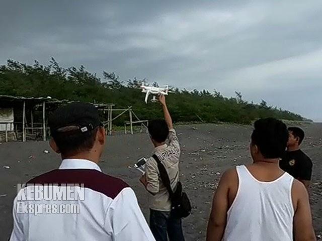 Tim Sar Gunakan Drone Cari Korban Hanyut Pantai Laguna Lembupurwo