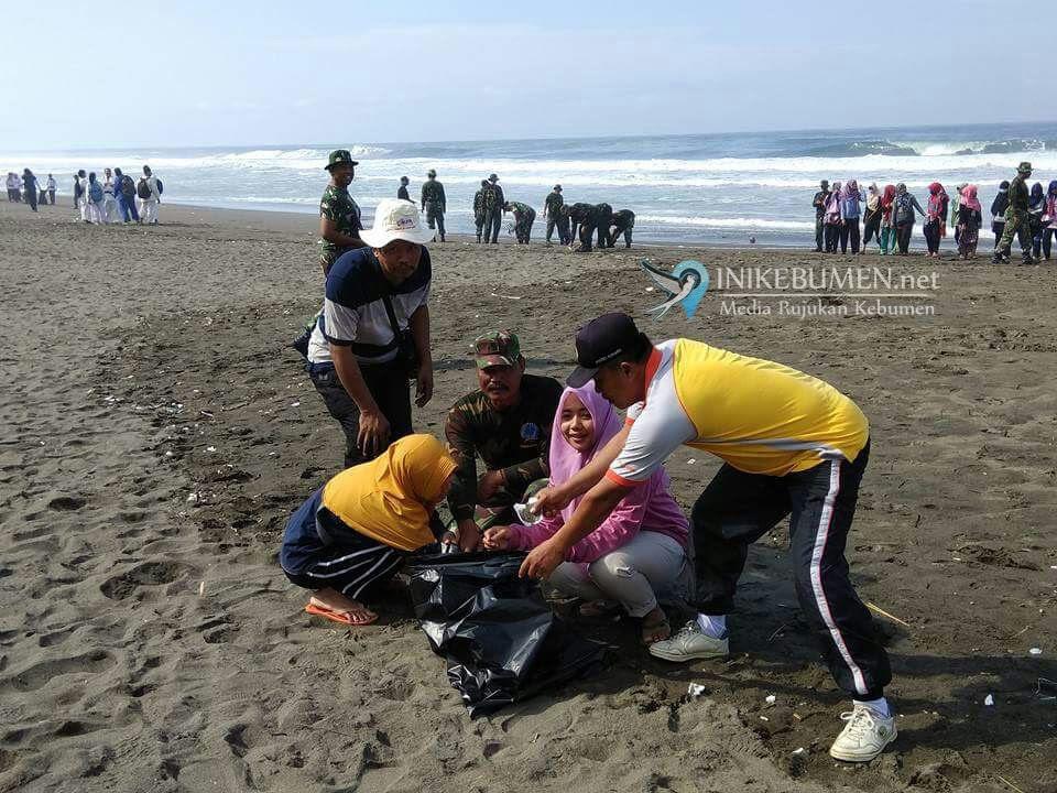 Atlet Tni Bersihkan Pantai Petanahan Kebumen Media Kab
