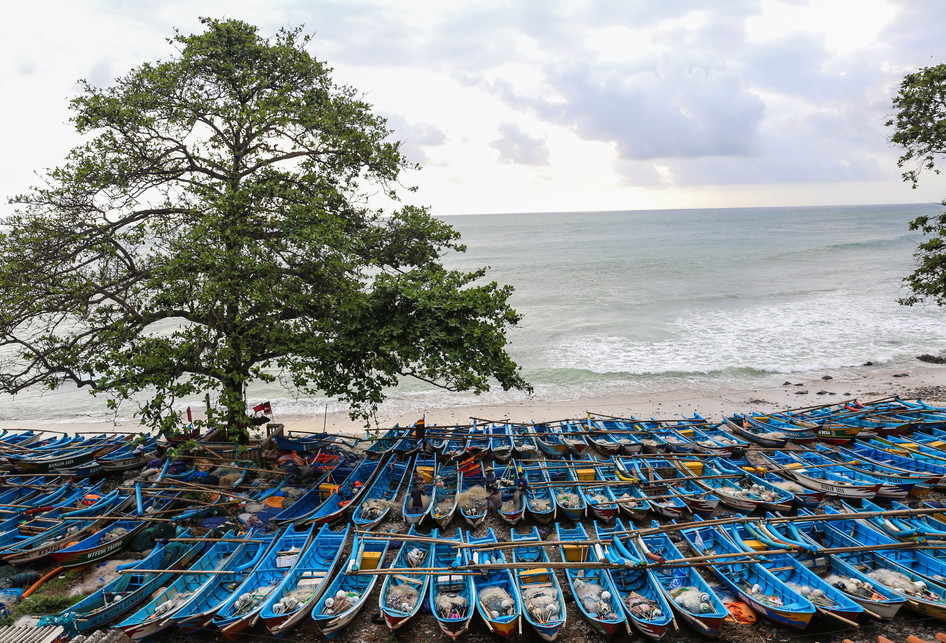 Menikmati Wisata Pantai Kebumen Kompas Menganti Kabupaten Jawa Tengah Nelayan