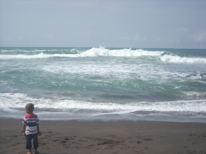 Pantai Petanahan Kebumen Jawa Tengah Astry Blog Ombak Cukup Besar