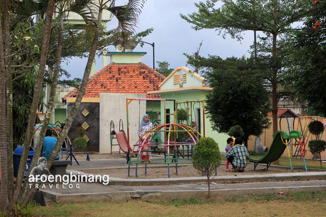 Aroengbinang Area Bermain Anak Taman Kota Jenderal Hm Sarbini Kebumen