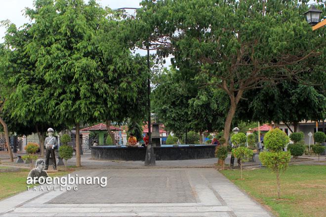 Aroengbinang Arena Bermain Anak Tersedia Hotspot Area Refleksi Kaki Taman