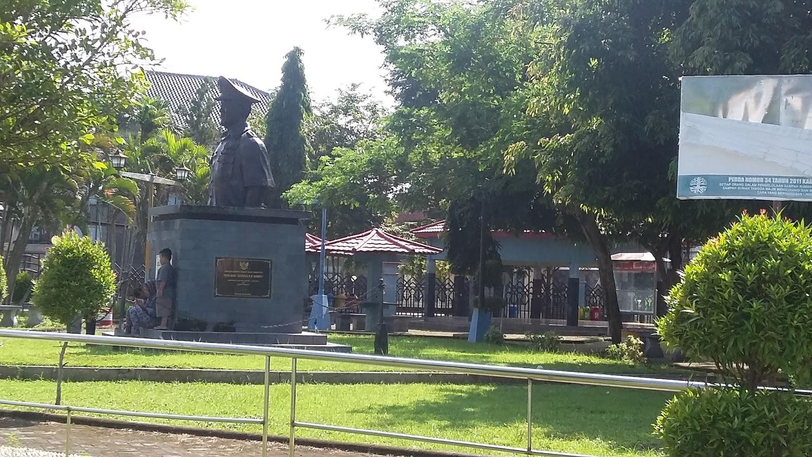 Menikmati Udara Segar Taman Kota Jend Hm Sarbini Travelklik Jenderal
