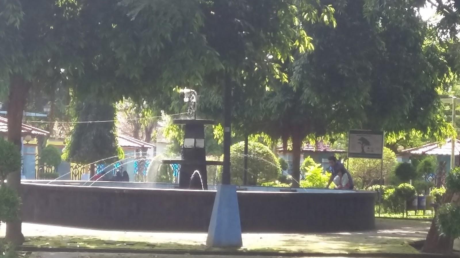 Menikmati Udara Segar Taman Kota Jend Hm Sarbini Travelklik Sebuah