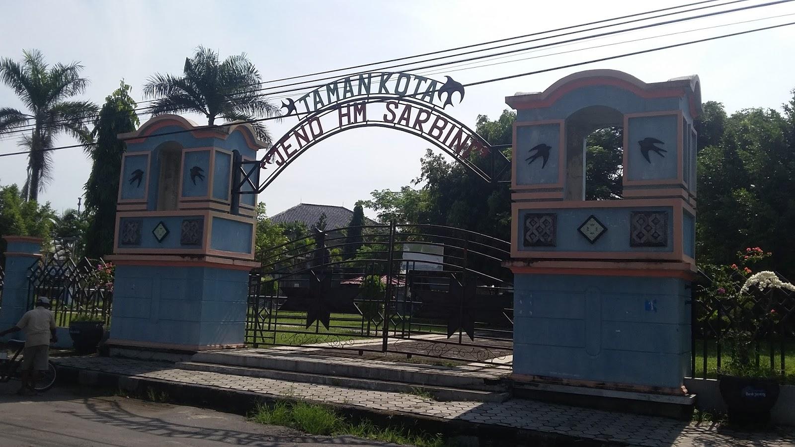 Menikmati Udara Segar Taman Kota Jend Hm Sarbini Travelklik Tidak